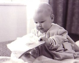 2006-Baby_with_book.jpg - 12191 Bytes
